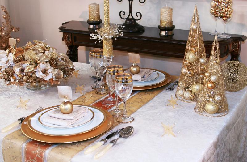 golden-christmas-table