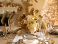house-design-splendid-christmas-table-settings-interior-elegant-golden-christmas-dining-table-setting-decoration-ideas-glittering-gold-reindeer-centerpiece-with-beautiful-white-and-gold-floral-decorat