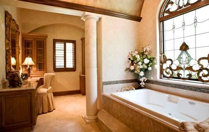 Витражи в ванной