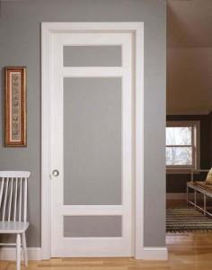 Дверь в цвет стен
