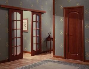 Цвет дверей поддержан наличниками и плинтусами