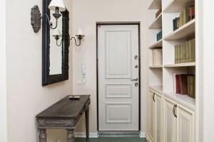 Цвет двери под цвет мебели.
