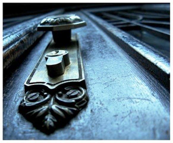 close_the_door_by_zechic[1]