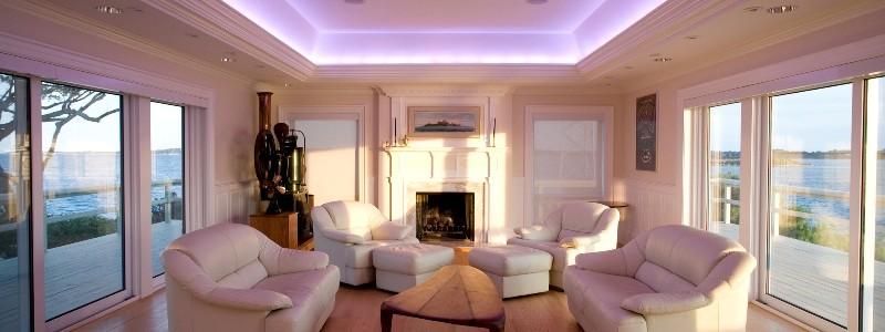 освещение комнаты светодиодами.
