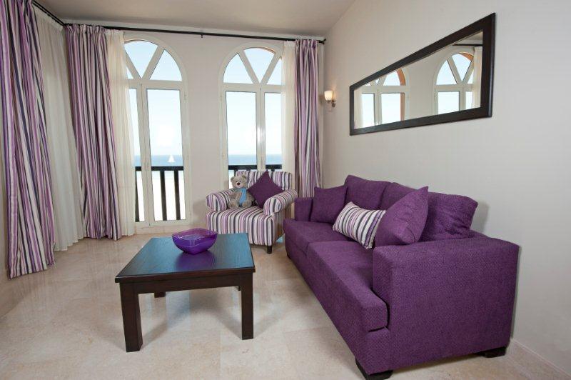 Самым дешевым наполнителем для диванов являются куски поролона