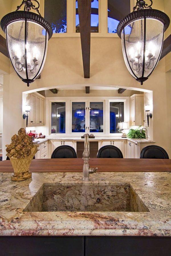 Квадратная раковина для кухни из искусственного камня гармонично сочетается с мраморной столешницей