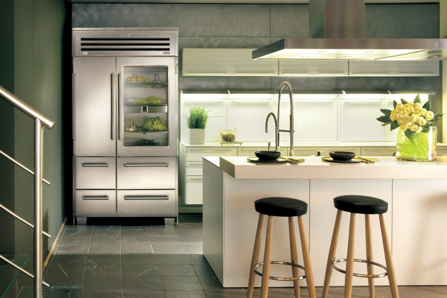 the-big-refrigerator-in-modern-kitchen-design-so-smell-after-clened-with-orange-peel-some-of-the-benefits-of-orange-peel-to-clean-the-furniture-in-your-home-920x614