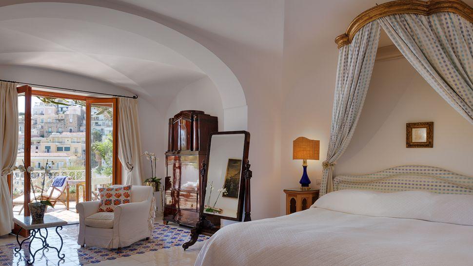 003257-10-bedroom
