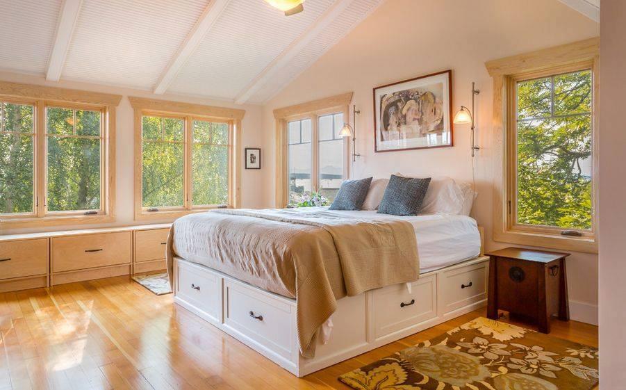 Спальня с подиумом