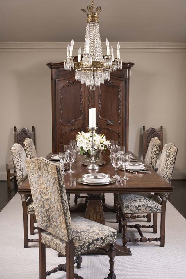 traditional_dining_room