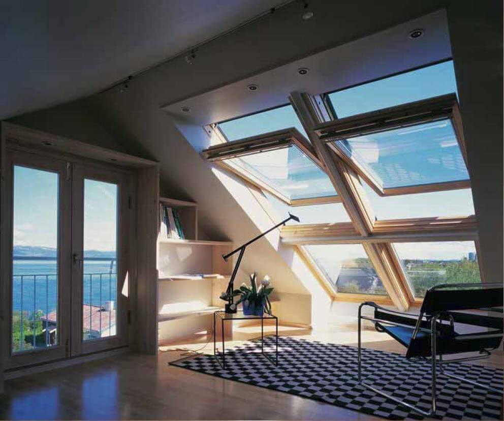 Мансардные деревянные окна