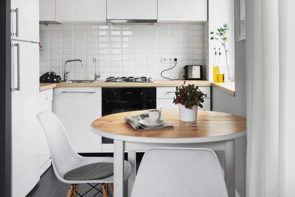 Обеденный стол в кухонном интерьере3