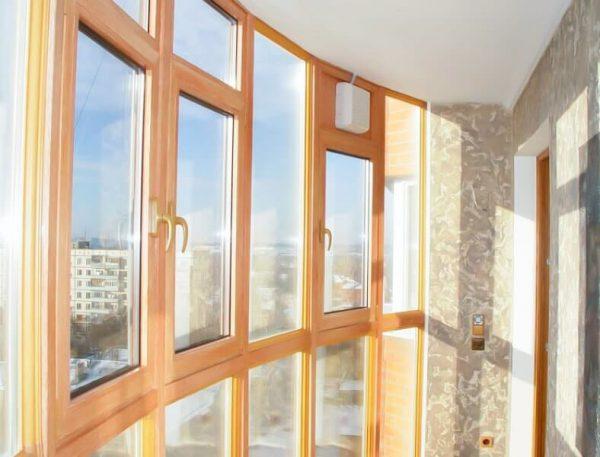 Остекление балкона деревянными рамами 3