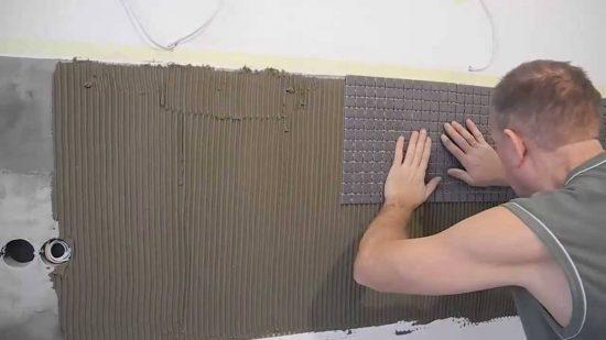 укладывать мозаичную плитку 2