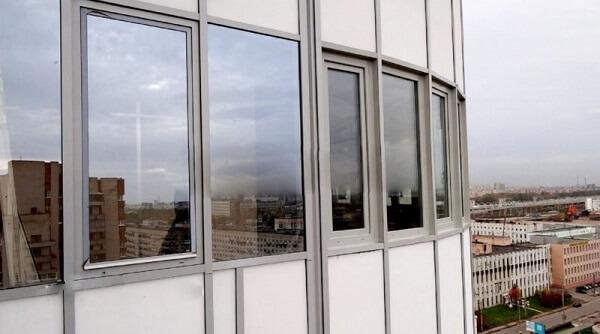 Пластиковое остекление балкона 2