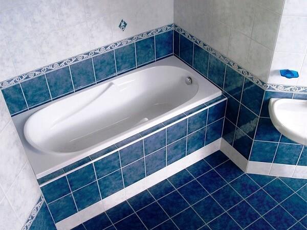 укладывать плитку в ванной
