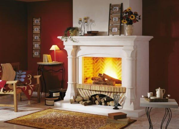 Классический дровяной камин для дома