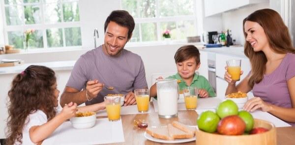завтрак всей семьёй